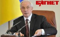 Янукович все еще доверяет Азарову, - эксперт