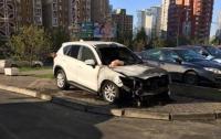 В Киеве из-за неправильной парковки сожгли внедорожник