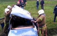 Лобовое столкновение на Днепропетровщине: тела погибших вырезали из авто
