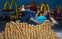 Американець з'їв понад 32 340 гамбургерів і встановив рекорд