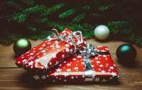 Водитель маршрутки переоделся в Деда Мороза и раздавал детям конфеты