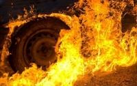 В Киеве неизвестные сожгли автомобиль полицейского