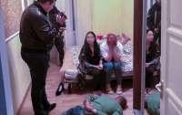 В Киеве разоблачили 12 притонов: сутенеры задержаны
