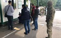 СБУ разоблачила таможенников, требовавших у водителей взятки на погранпункте