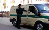 В московском банке обнаружили мертвого инкассатора с пистолетом