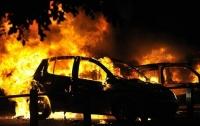 Масштабный пожар в Днепре: на стоянке загорелись три автомобиля