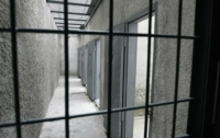 В Тернополе 12 заключенных в судах порезали себе руки