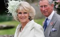 Жена принца Чарльза запустила бокалом в королеву Елизавету