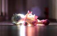 Дети чуть не сгорели заживо, пока их мать развлекалась (видео)