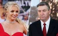 Отец Бритни Спирс отказался от опекунства над певицей