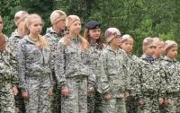 Проблемных детей в России решили отправлять в военные лагеря
