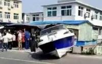 В Китае яхта врезалась в магазин: 3 погибших, 11 пострадавших