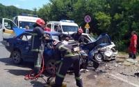 Жуткое ДТП под Хмельницким: людей спасали с помощью гидраинструмента