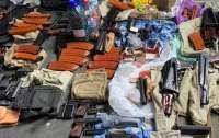 Двое киевлян хранили в своих домах арсенал оружия и наркотики