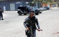 В Мексике 6 прохожих случайно убиты в перестрелке