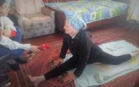 Женщина в 93 года свободно садится на шпагат (видео)