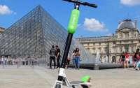 В центре Парижа вор на самокате ограбил элитный ювелирный бутик