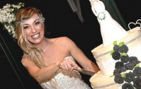 В Днепре девушка вышла замуж сама за себя