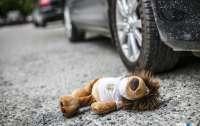В Днепре от авто отлетела деталь и попала в ребенка, его госпитализировали