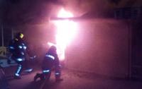В Киеве сгорел киоск с продуктами