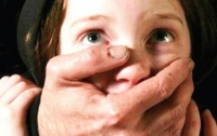 В Одессе отчим развращал 14-летнюю падчерицу