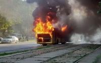 Масштабный пожар в Киеве: на ходу загорелся автобус с пассажирами