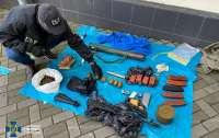 В центре Киева устроили тайник с РПГ, тротилом и пластидом