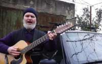 Священник спел о дорогах в Одесской области и стал звездой YouTube (видео)