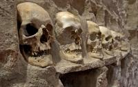 Под центром Мехико обнаружена огромная башня из черепов и скелетов