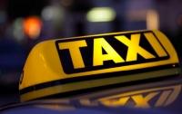 В Запорожской области таксист довез людей до места и умер