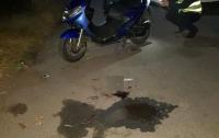 Мопед врезался в полицейское авто, водитель в реанимации, а пассажир сбежал