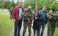 В Горловке проходят массовые гуляния: кто в нарядах, кто в балаклавах с оружием (ФОТО)