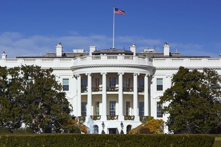 Сотрудникам Белого дома запретили пользоваться личными мобильниками наработе