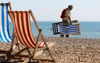 В Нью-Джерси из-за сильного ветра женщину на пляже проткнул зонт от солнца