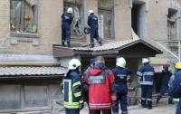 Под завалами киевского дома находятся три человека