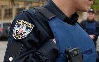 В Киеве пьяная компания пыталась избить полицейского