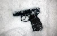 В Киеве мужчина расстрелял дверь школы