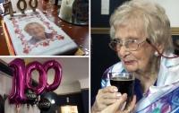 Столетняя британка объяснила свое долголетие любовью к пиву