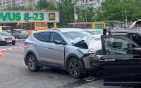 ДТП в Киеве: Во время оформления ДТП автомобиль наехал на полицейскую