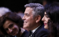 Джордж Клуни лично поздравил 87-летнюю поклонницу