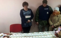 На Донетчине полиция задержала сотрудницу ГФС на крупной взятке