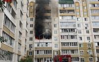 Масштабный пожар под Киевом: горел многоэтажный дом (видео)