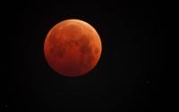 Во время лунного затмения Землю посетили сотни НЛО
