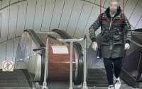 Неадекват в метро угрожал людям пистолетом (фото)
