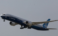 Boeing 787 Dreamliner рисует себя в небе США