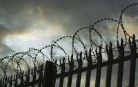 Заключенный взял в заложники охранников тюрьмы
