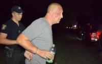 Пьяный таксист напал на полицейских (видео)