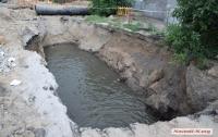 В Николаеве велосипедист упал в фекальное озеро