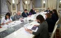 Зеленский обсудил с министрами меры по украинизации молодежи Донбасса
