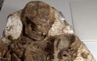 Найдены 4800-летние останки матери с ребенком на руках